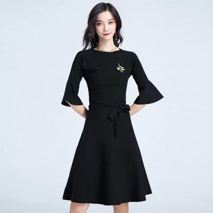 圓領喇叭袖針織連身裙